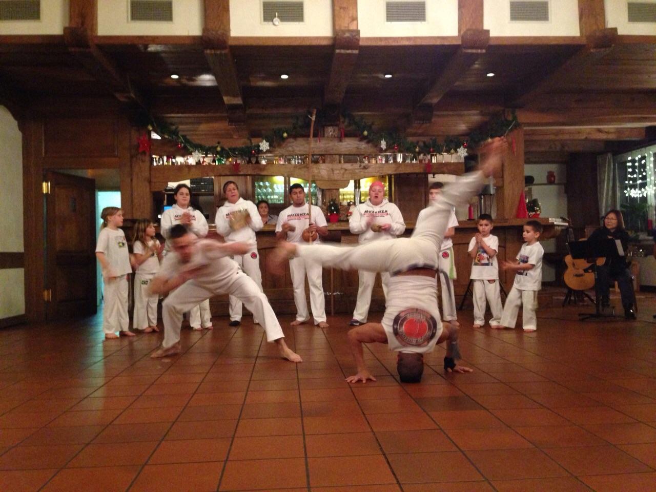 Capoeira Auftritt bei einer Weihnachtsfeier
