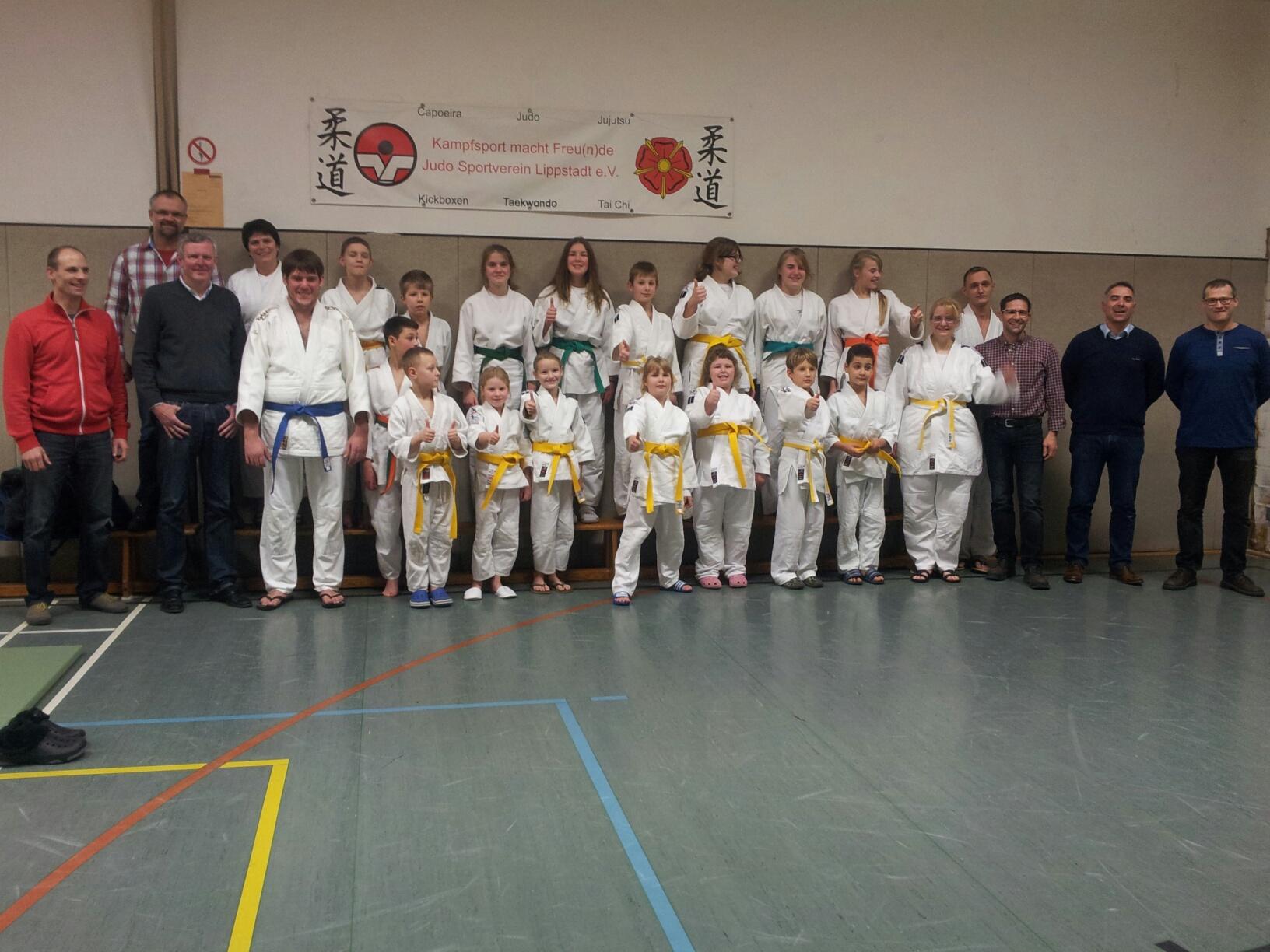 Erfolgreiche Gürtel-Prüfung der Judoka